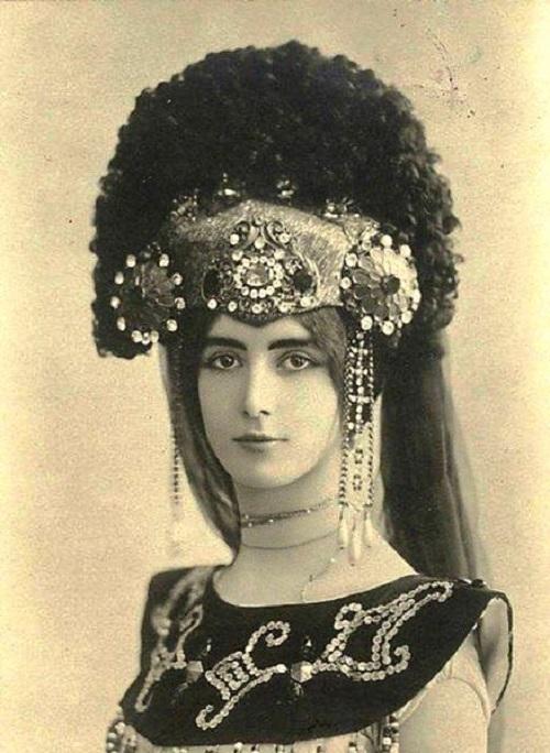 Personification of beauty, Cleo de Merode Belle Epoque star