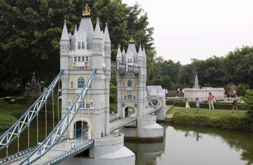 Tower bridge replica