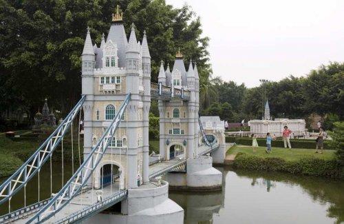 Tower bridge replica