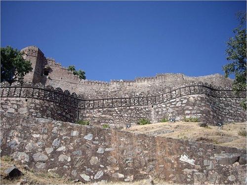 The walls of Kumbhalgarh