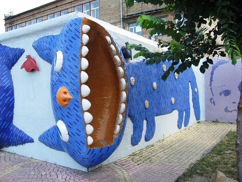Impressive blue cats decorate the walls. Landscape alley urban project by sculptor Konstantin Skretutsky