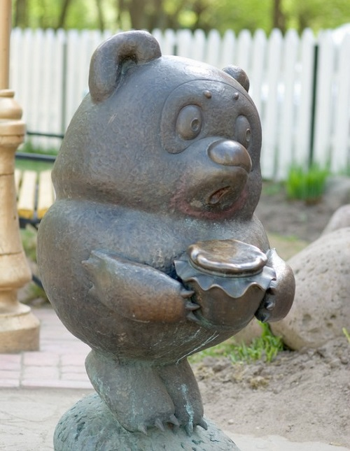 Winnie the Pooh (Vinni Puh – Russian version). Positive monuments of cartoon characters in Ramenskoye