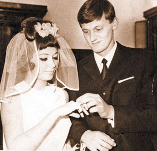 She divorced Mykolas after 4 years of marriage in 1973.