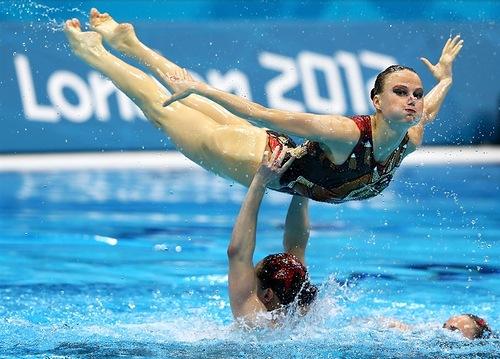 Synchronized swimmers Ishchenko Davydova Gromova