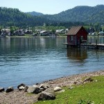 Tents and houses at Golden Lake
