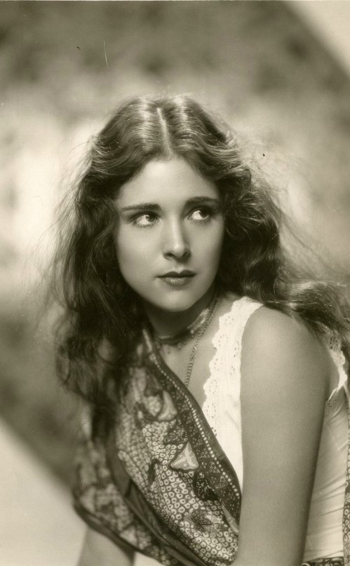 Young and promising actress Dorothy Janis