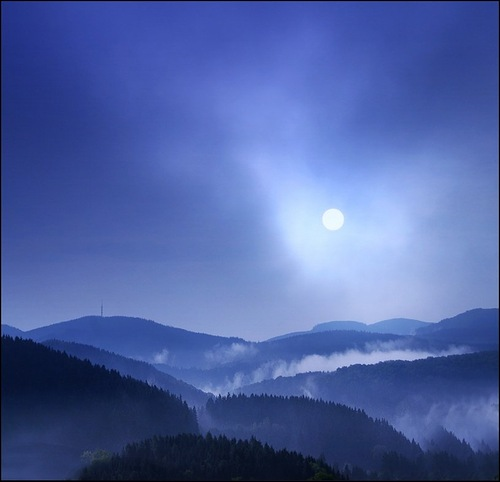 Blue landscape. Photo by Veronika Pinke
