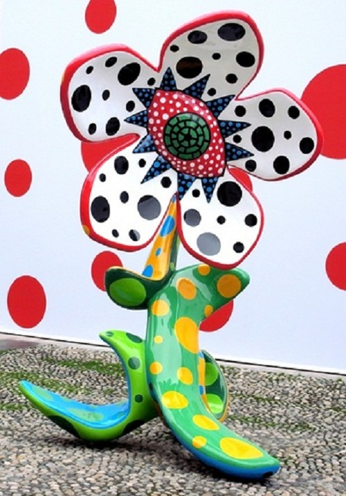 Giant flower and wall decorated with colorful peas