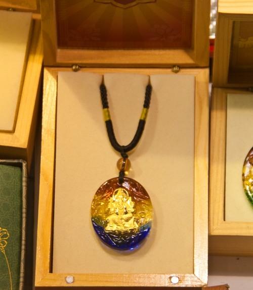 Artful pendant