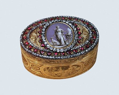 Snuffbox with allegorical image of Catherine II Gold, silver, diamonds, garnets, enamel, embossing, engraving, pouncing, polishing, painting. Lang, Alexander. Russia. St. Petersburg. 1776