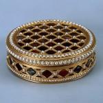 Gold, pearl, pearls, stamping, polishing. 6.6x1.7 cm Rinderhagen, Jean Michel Christophe. France. Paris. 1781-1782