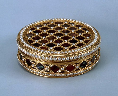 Gold, pearl, pearls, stamping, polishing. 6.6x1.7 cm Rinderhagen, Jean Michel Christophe. France. Paris. 1781-1782