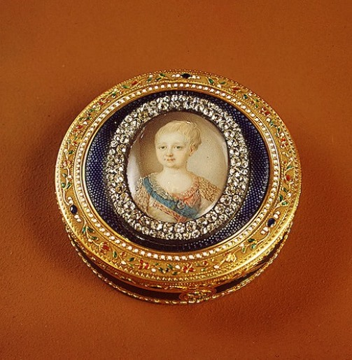 Snuff box with a picture of Grand Duke Alexander's child Gold, silver, diamonds, crystal, enamel, embossing, engraving, painting. Height. Buddha, Jean Francois Xavier. Russia. About 1780