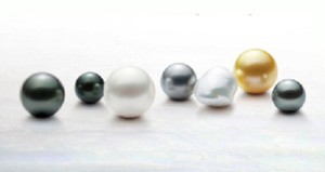 The price depends not only on the color, size, smoothness and shine, but the ability to choose equal in all these qualities pearls