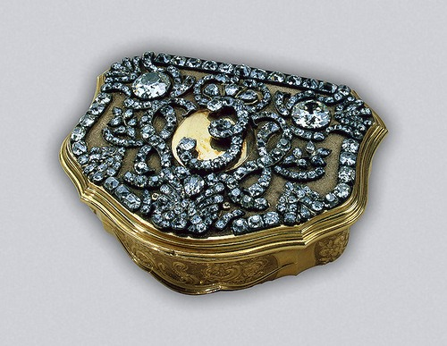 Snuffbox with the monogram of Empress Elizabeth Petrovna Gold, silver, diamonds, engraving, polishing, pouncing. Pauzie, Jeremiah.