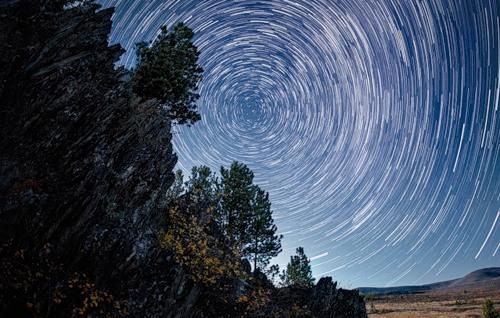 Like Van Gogh painting, starry night of Altai, photographer Vadim Makhorov