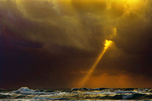 A ray from the sky. Photographer Hermin Abramovitch, Israel