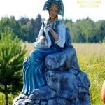 Russian beauty in national dress, sculpture