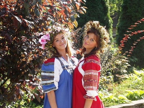 Girls in flower wreaths visiting the kingdom