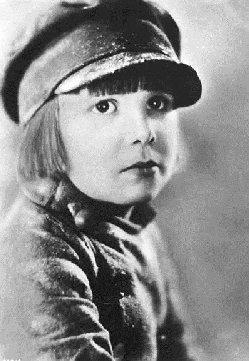 Portrait photo of child actor John Leslie Coogan