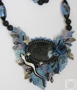Pendant with obsidian and volcanic lava. Obsidian – volcanic frozen fire