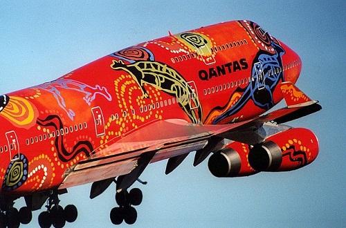 Quantas fwaturing aboriginal art of Australia Aircraft graffiti