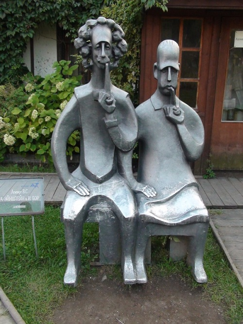 Albert Einstein and Niels Bor, sculptor Vladimir Lemport