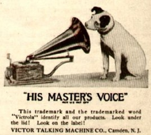 Three years later, in September 1898, Nipper died (they say because of boredom). Scene of waiting for the voice of gramophone indelibly imprinted in the brain of Barraud, and he decided to move it to the canvas.