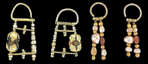 hanging earrings with 1, 2 or 3 rods with carnelian, bone, mother of pearl beads or cylinders, beads, pearls.