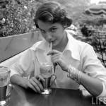 1949 Life magazine photo, model Jean Patchett. Bygone era of femininity by Nina Leen