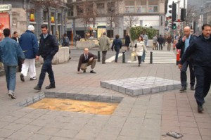Amazing 3D illusion, created by English freelance artist Julian Beever