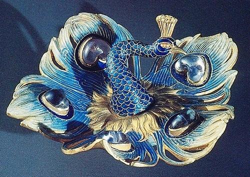 Gold, enamel, moonstones; 1897-1898
