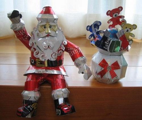 Santa Claus. Aluminium can sculpture by Japanese artist Macaon