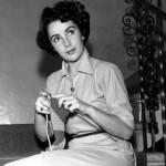 Elizabeth Taylor knitting