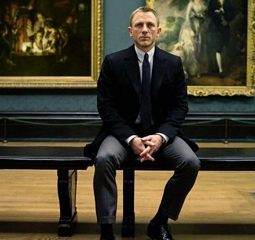 In a picture gallery, James Bond Daniel Craig