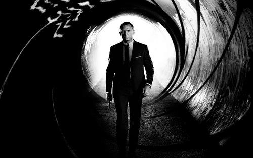 Iconic image of James Bond (Daniel Craig)