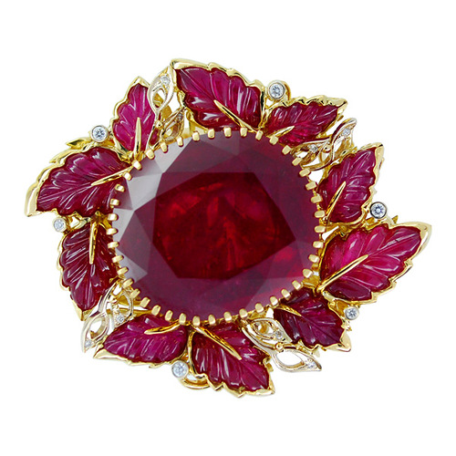 Stones Diamonds, Ruby. Material Gold 750