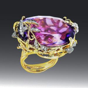 Stones Diamonds, amethyst. Material 585 gold