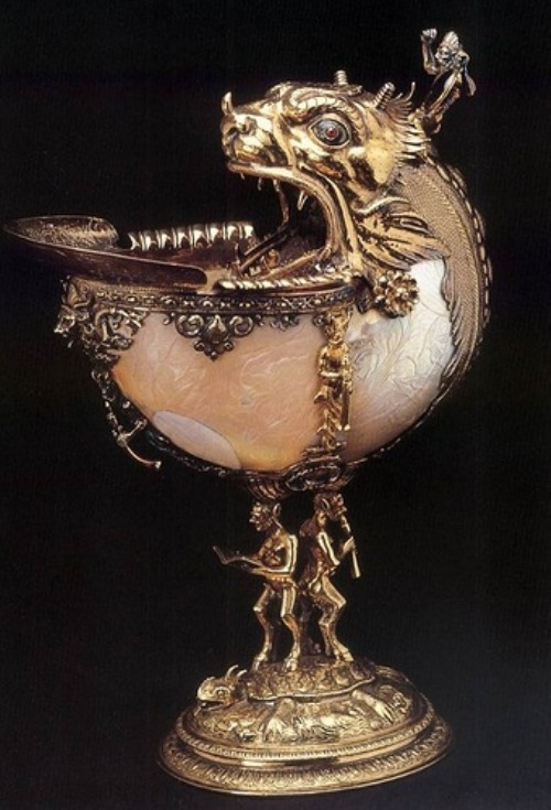 Unknown goldsmith, Netherlandish. Nautilus cup, 1592. Silver gilt, nautilus shell, glass and enamel, height 27 cm, diameter 10 cm. Gemeente