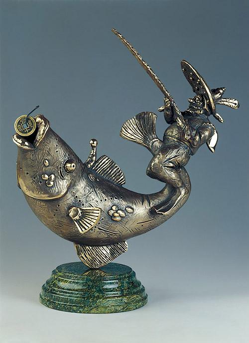 a delicate balance. Bronze philosophy by sculptor Oleg Pinchuk