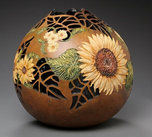 Sunflowers vase. Awesome pumpkin carving by American artist Marilyn Sunderland