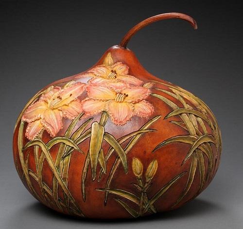 Daffodils. Pumpkin vase, carved by American artist Marilyn Sunderland