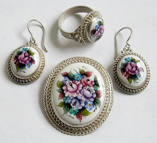 A set of Rostov finift jewellery