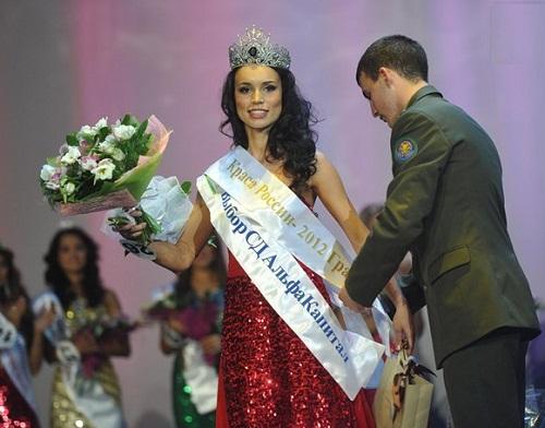 "A moment of final. ""Krasa Rossii-2012"" Russian beauty Elina Kireeva"