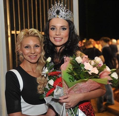 With her mum. Russian beauty Elina Kireeva