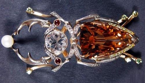 Beetle brooch, Gold, silver, Topaz, white Topaz wine, garnets, diamonds, pearls