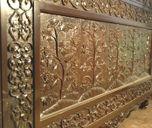 Mini-replica of Taj Mahal of precious metals and diamonds made by Indian jeweler Syed Hanif