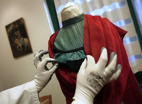 Frida Kahlo wardrobe exhibited in Mexico