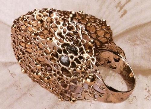 'Polynesia' ring, Gold, pearls, 2005