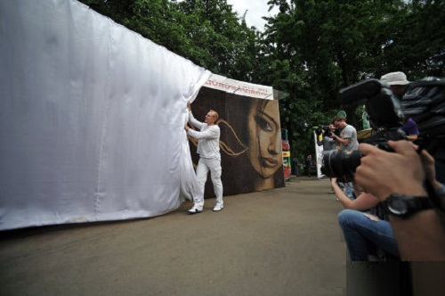 "Unveiling coffee bean painting ""Awakening"". Moscow"